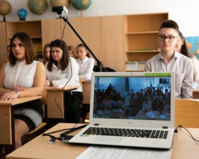 Телемост между школьниками Севастополя и Москвы