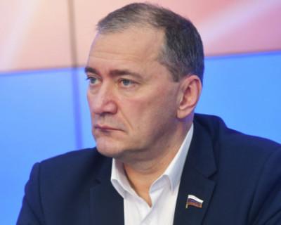 Дмитрий Белик: «Волонтеры Севастополя будут обеспечены необходимыми учебными пособиями»