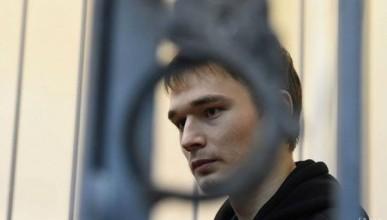 Аспиранту МГУ продлили арест за поджог офиса «Единой России»