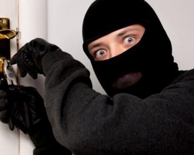 В Севастополе задержали подозреваемых в краже имущества стоимостью полмиллиона рублей из частного дома