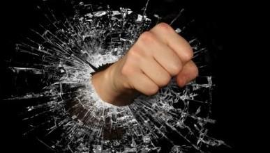 В Севастополе мужчина чуть не убил друга из-за ревности
