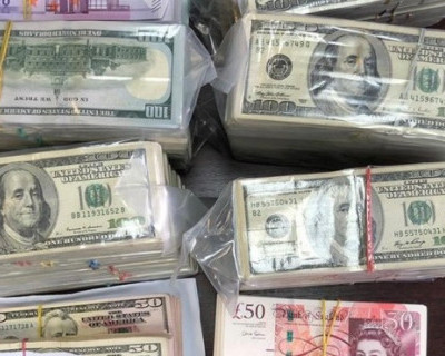 У секретарей приемной комиссии российского университета при обысках нашли 100 млн рублей (ФОТО)
