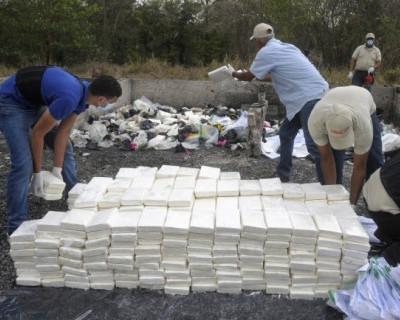 На берег Черного моря выбросило 100 килограмм кокаина