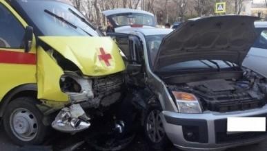 В Крыму автомобиль влетел в «скорую помощь» (ФОТО)