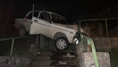 Инцидент в Севастополе: автомобиль слетел с дороги (ФОТО, ВИДЕО)