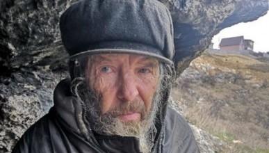 Беженцы из Донбасса забрали к себе инженера, три года жившего в пещере в Крыму