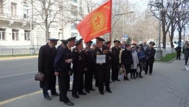 Севастопольские депутаты Аксёнов, Горелов и Щербакова довели ветеранов войны до уличного протеста