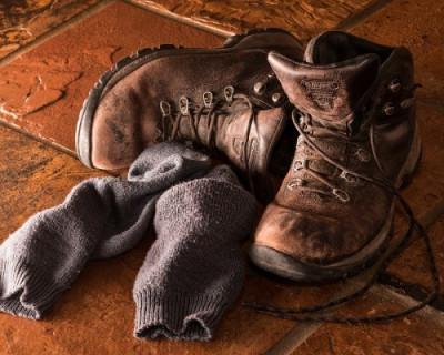Жители Краснодара устроили давку на свалке за выброшенной магазином обувью (ВИДЕО)