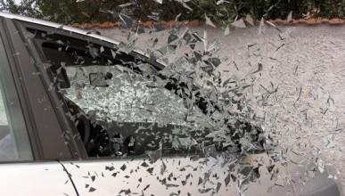 Инцидент в Севастополе: автобус с пассажирами на ходу снес авто