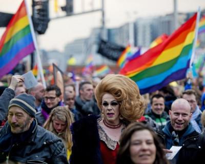 Активист ЛГБТ требует провести гей-парад в Крыму