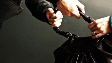 Крымчанин ограбил женщину-инвалида