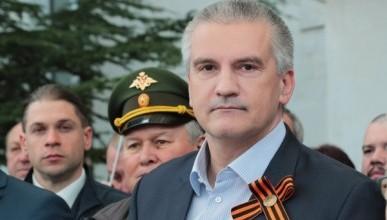 Сергей Аксёнов поздравил крымчан и низко поклонился