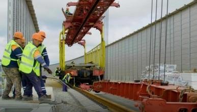Строители начали укладку рельсов на железнодорожной части Крымского моста