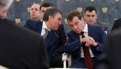 Что стоит за конфликтом Медведева и Володина?