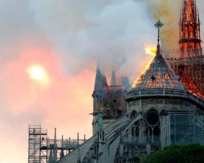 Апокалипсис в Париже. Пожар в соборе Нотр-Дам-де-Пари (ФОТО)