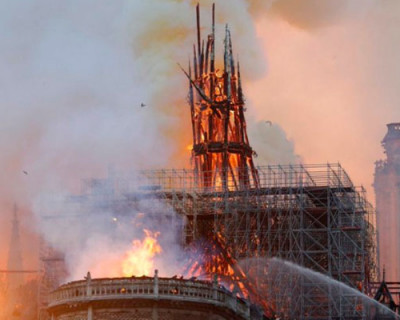 Как падал шпиль собора Парижской Богоматери (ФОТО, ВИДЕО)