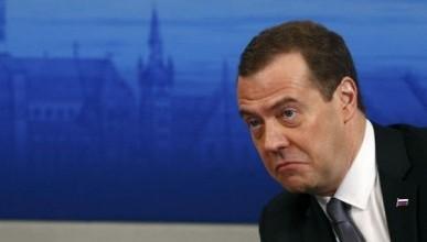 Премьер-министр РФ Дмитрий Медведев признал, что жизнь в России далека от идеала