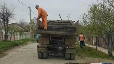 Стало известно, как в Крыму латают ямы