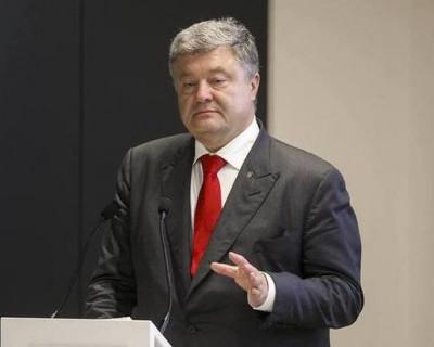 Приближенные Порошенко пишут заявления об отставке и срочно покидают страну