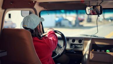 Более 1,3 млн российских водителей будут проходить повторное обучение