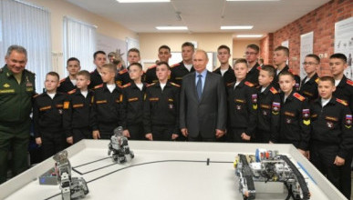 Роботов заставили отжиматься перед Путиным (ВИДЕО)
