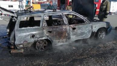 На севастопольской парковке сгорел автомобиль (ФОТО)