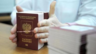 В ЛНР образовалась очередь за российскими паспортами