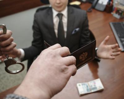 В Крыму сотрудниками ФСБ задержан за взятку очередной чиновник (ВИДЕО)