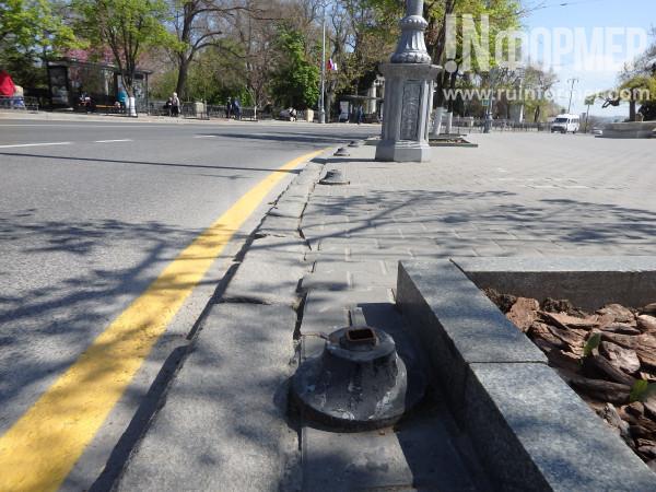 чистая улица в центре Севастополя