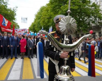 В первомайском праздничном шествии приняли участие более 20 000 севастопольцев