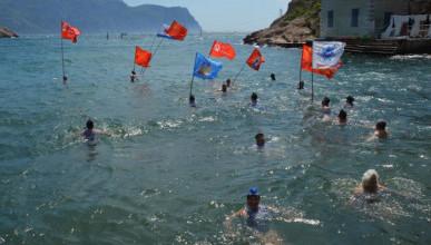 Заплыв в Севастополе в честь Дня Победы (ВИДЕО)
