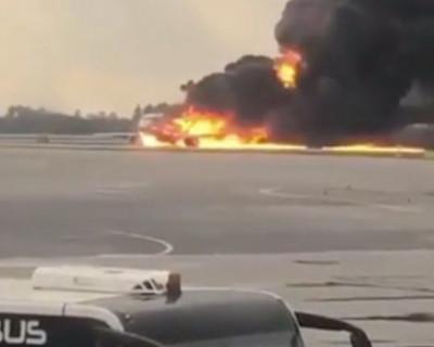 Диспетчеры аэропорта Шереметьево посмеялись над горящим Superjet (ВИДЕО)