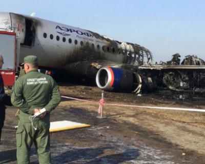 Видео с места трагедии: испепелённый в Шереметьево самолёт и ни одного пассажира