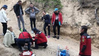 В Крымских горах сотрудники МЧС спасли женщину