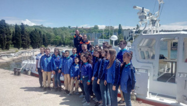 Севастопольские спасатели провели морскую практику для детей сирийских и российских военнослужащих