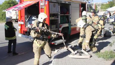 В Севастополе в подземном паркинге горело три автомобиля (ФОТО)