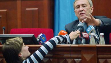 Почему премьер РФ Дмитрий Медведев пощадил экс-мэра Киева?