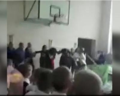 На «Последнем звонке» выпускник ударил депутата (ВИДЕО)