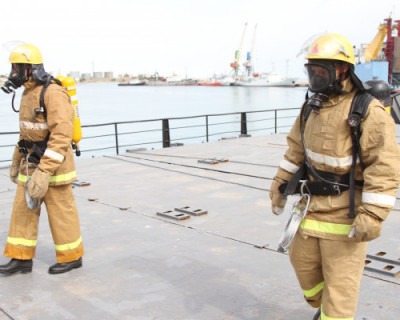 Спасатели Севастополя тушили пожар в порту