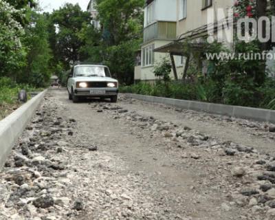 Как в Ленинском районе Севастополя ремонтируют дороги (ФОТО, ВИДЕО)