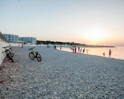 В Севастополе к открытию летнего сезона готовят новый приятный пляж «Адмиральская лагуна»