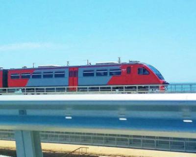 Откуда на Крымском мосту появился таинственный поезд?