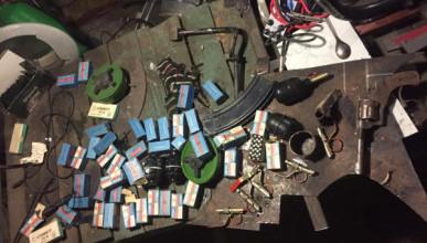 Оперативники ФСБ нашли арсенал оружия в Симферополе