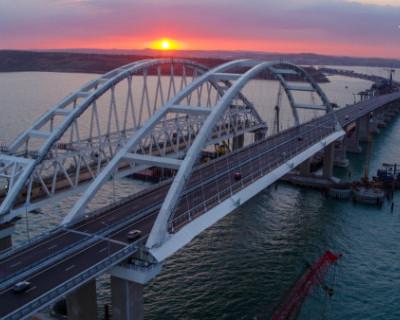 На Крымском мосту заметили что-то странное