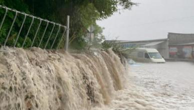 Севастополь ушел под воду (ВИДЕО, ФОТО)