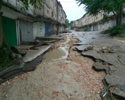 Стихия в Севастополе уничтожила асфальт и затопила гаражи (ФОТО, ВИДЕО)