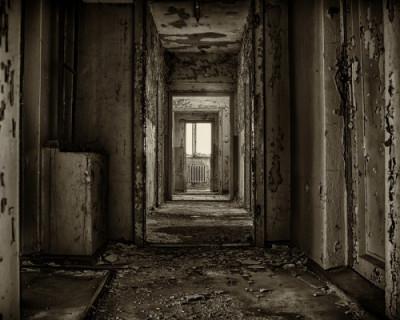 Кто в ответе за разрушающиеся дома Севастополя?