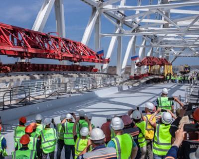 На Крымском мосту соединили первый путь железной дороги (ФОТО)