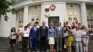 В Севастополе открыли городскую Доску почета