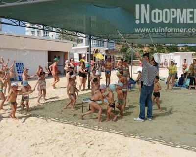 Каждые выходные на пляже «Адмиральская лагуна» «ИнтерСтрой» дарит праздник детям
